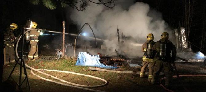 Un chalet détruit par les flammes à Pont-Rouge